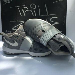 Nike Team Hustle Sneakers